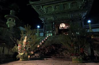 長谷寺初詣_観音万燈会_2013yaotomi_3s.jpg