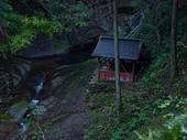 龍鎮の滝の新緑_2013yaotomi_13s.jpg