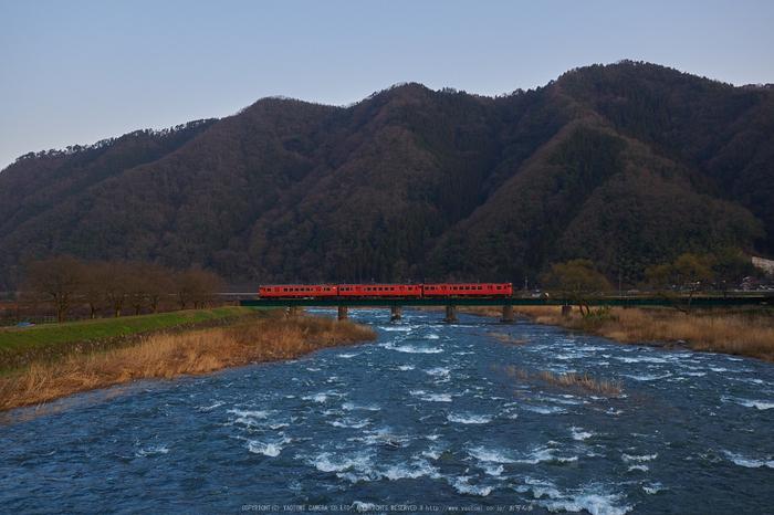 若桜鉄道,撮影地(P3210088,19 mm,f-4,E-M1)2015yaotomi_.jpg