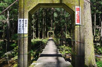 桑ノ木の滝,新緑(K32_0503,12 mm,F9)2015yaotomi.jpg