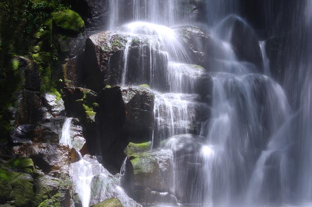 桑ノ木の滝,新緑(K32_0516,55 mm,F20)2015yaotomi.jpg