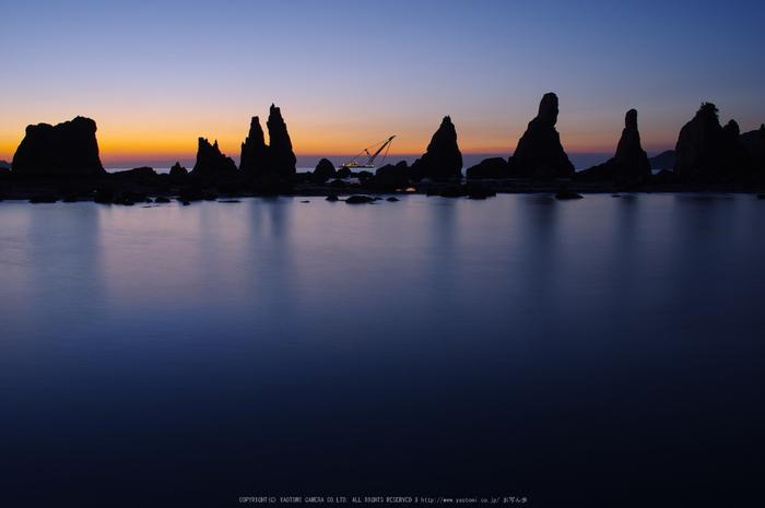 橋杭岩,日の出(K32_0047,21 mm,F6.3)2015yaotomi_.jpg