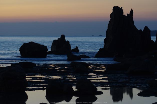 橋杭岩,日の出(K32_0053,128 mm,F4)2015yaotomi.jpg